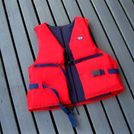Säkrare på sjön – gratis flytvästar till klubbar